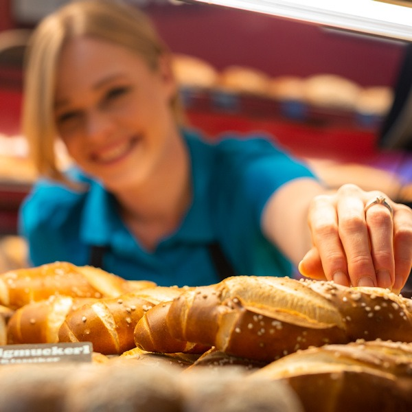 Mitarbeiterin bei Bäckerei Brücklmaier